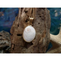 18-carat gold pendant with the true Mediterranean Eye of Saint Lucia