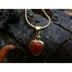 18-carat gold pendant with red coral