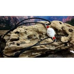 Bracelet argent massif corail rouge et oeil de Sainte Lucie